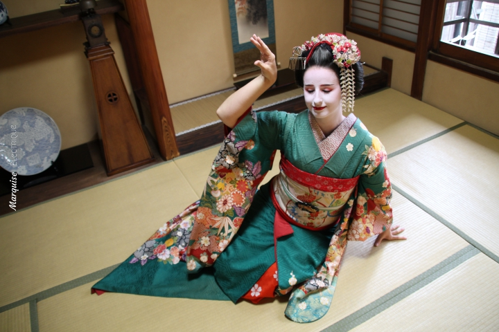 Geisha Sewing Japon