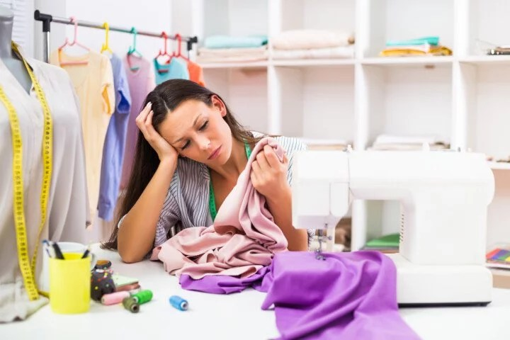 couturière stressée apprendre à coudre c'est dur
