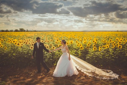bride-groom-sunflowers