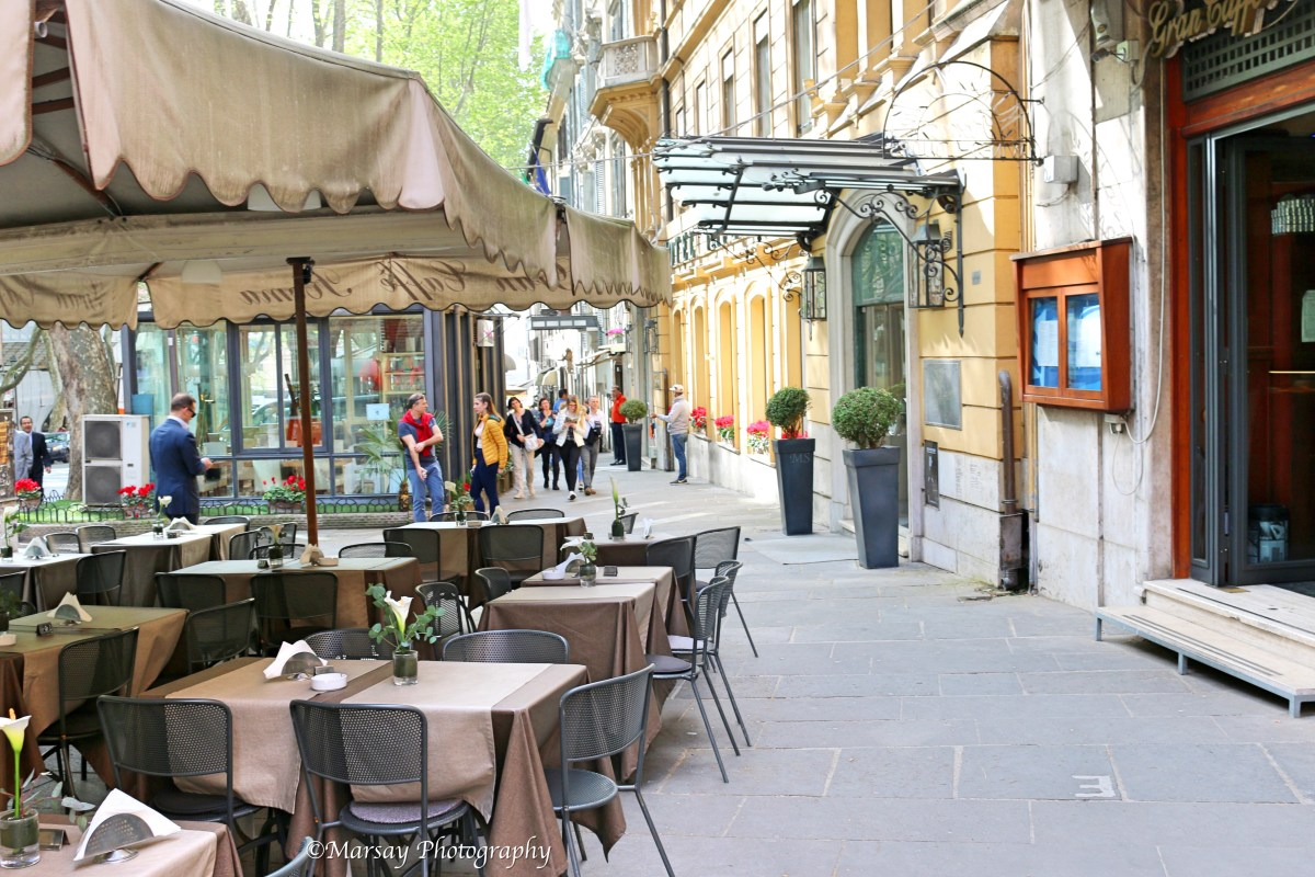Al-Fresco dining options, a common sight in Rome.