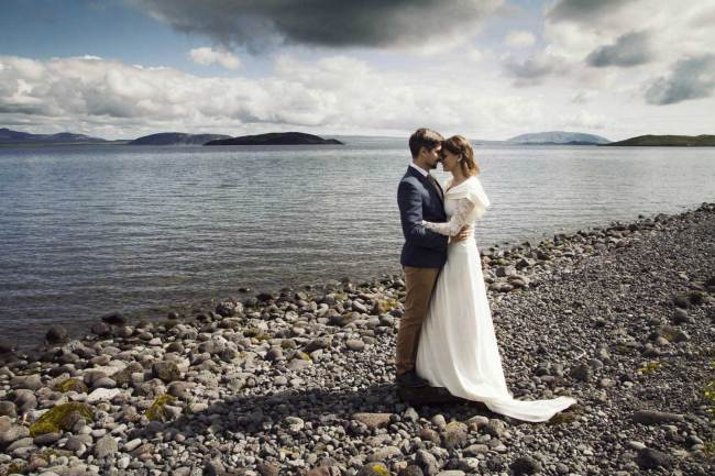 Trust and happiness of love in Iceland