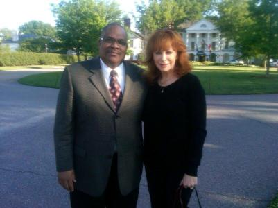 Cecil and Reba McEntire on the front lawn of the Williamsburg Inn in Williamsburg, VA