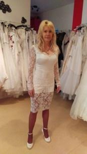 Kurzes Spitzenkleid Maßanfertigung Brautkleid