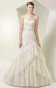 Brautkleid Enzoani mit Rüschen und Glitzer-Gürtel