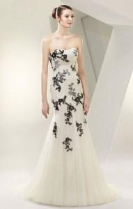 Brautkleid mit schwarzen Applikationen Enzoani