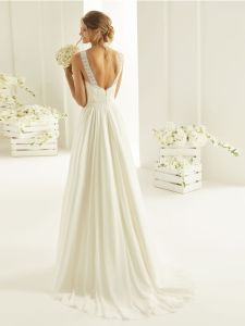 Brautkleid mit Rückenausschnitt und Schleppe