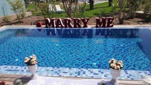 מרי מי Marry Me