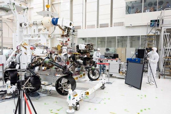 NASA 'Optometrists' Verify Mars 2020 Rover's 20/20 Vision ...