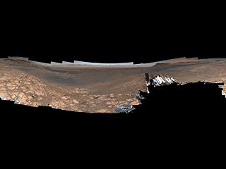 Junto con un panorama de casi 1.800 millones de píxeles que no presenta el rover, el Curiosity de la NASA capturó un panorama de 650 millones de píxeles que presenta al propio rover.