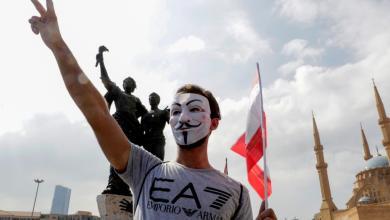 """Photo of المتظاهرون اللبنانيون يبدلون إستراتيجيتهم ويتجهون نحو """"أوكار الفساد"""""""