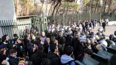 Photo of المتظاهرون الإيرانيون: إلى متى ستذهب أموالنا الى حزب الله وحماس؟