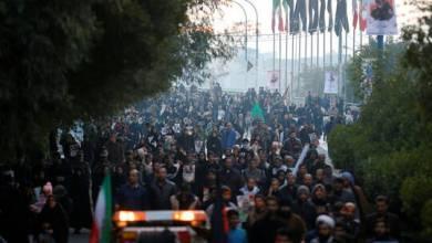 Photo of العراق.. قتلى وجرحى بهجوم متظاهرين على موكب لتشييع المهندس وسليماني