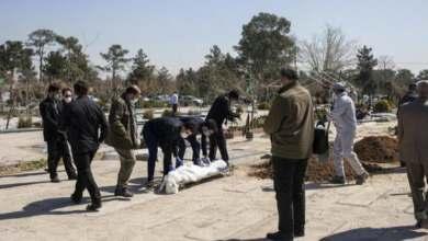 Photo of وفاة كل 10 دقائق في إيران وأطباء بلا أقنعة واقية