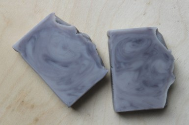 Lavender Fields: all natural vegan soap, made with a base of olive oil, addition of creamy cocoa butter and scented with soothing lavender essential oil.