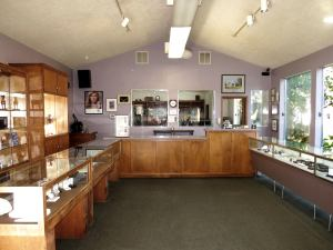Harold's Jewelers Interior