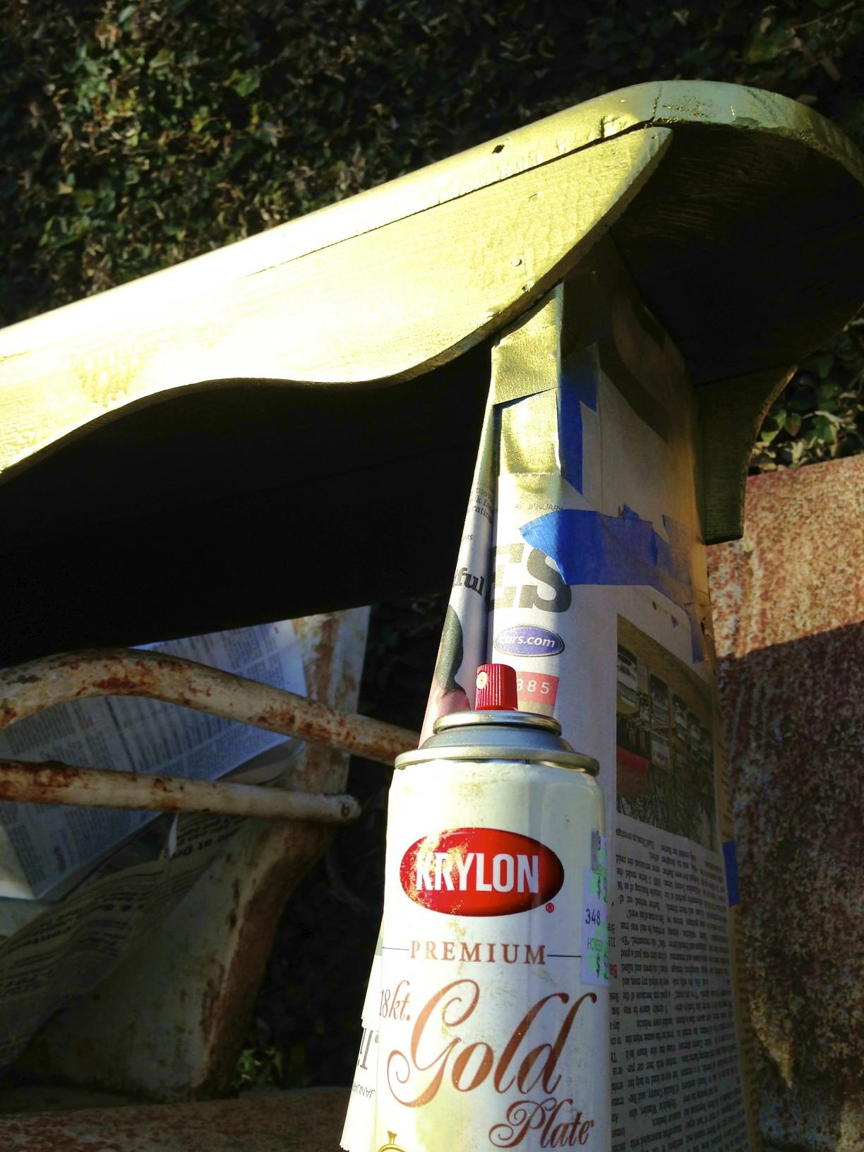Krylon gold spray paint