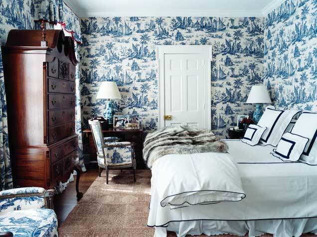 one fabrictoile-de-jouy-wallpaper-fabric-blue-white-decor-francois-halard-home-blue-tradional-bedroom-decorating-room-ideas