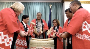 Breaking the sake container, known as kagami biraki, from left: US Ambassador Karen Stewart, Japan Ambassador Hideyuki Mitsuoka, Chief Justice Carl Ingram, Vice Speaker Jejwarick Anton and Minister David Paul. Photo: Hilary Hosia.