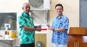 Minister Dennis Momotaro receives solar check from Taiwan Ambassador Daniel Tang.