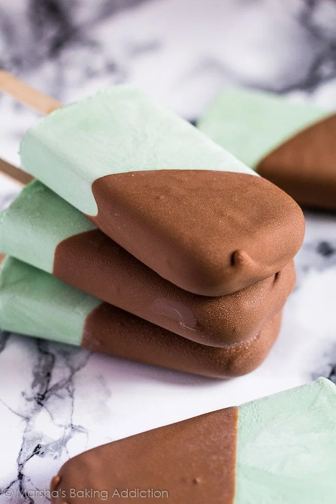 Mint Chocolate Chip Greek Yoghurt Popsicles | marshasbakingaddiction.com @marshasbakeblog