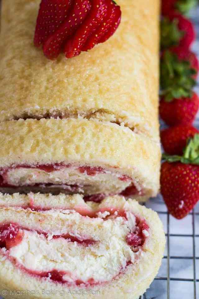 Strawberries and Cream Swiss Roll | marshasbakingaddiction.com @marshasbakeblog