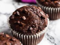 Chocolate Banana Muffins | marshasbakingaddiction.com @marshasbakeblog