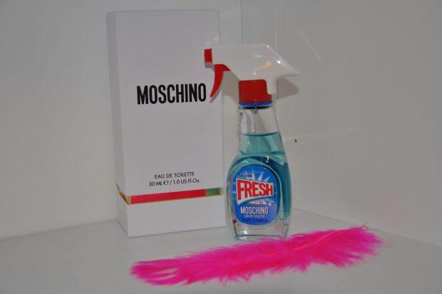 Dit spray je dus niet op je spiegel maar wel voor de spiegel ;-)