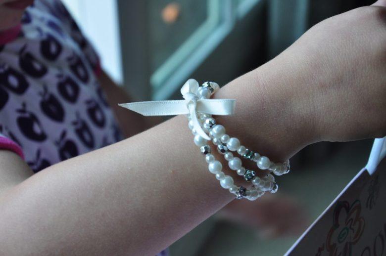Een prinseswaardige 3-strengen armband met roosje <3