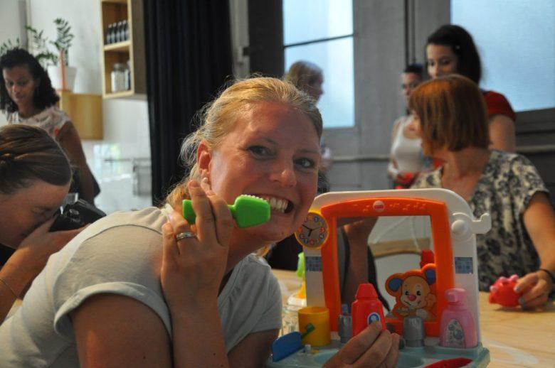 Wij bloggers konden zelf ook even spelen. Zie je hoe mijn tanden stralen van reinheid? *Kuch*
