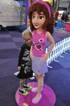 Hier jurkje Lilly Black van Lovestation22 met een hertjeslegging van H&M en sportschoenen van Naturino.