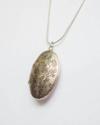 oval shape pendant