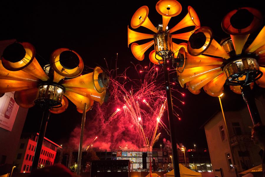 Foto des Marta-Feuerwerks bei Nacht