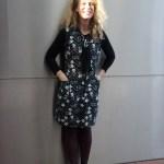 Aus einer Kittelschürze fertigte Christina Schelhorn mit wenig Handgriffen dieses Kleid, mit praktischen Taschen.