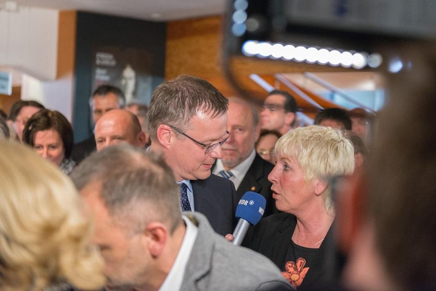 Foto, wie Marta-Direktor Roland Nachtigäller vom WDR interviewt wird