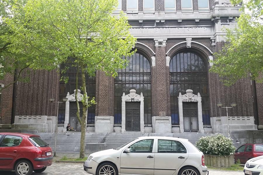 Außenansicht BPS22, das Museum der Provinz de Hainaut
