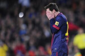 Messi-se-lamenta-tras-fallar-u_54367788271_53389389549_600_396