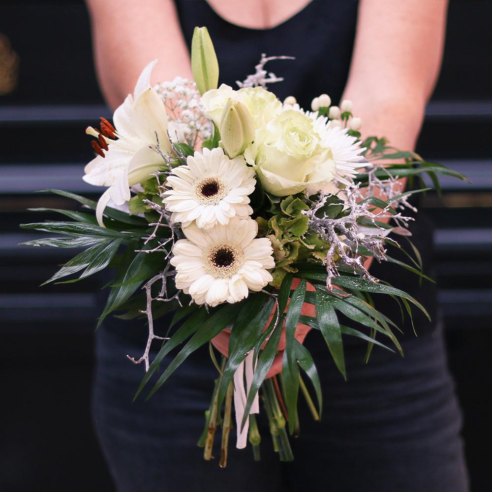 ramo flores rosas martamajo flors natural arte floral blanco