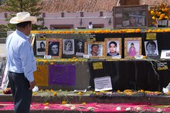 Ofrenda el día de muertos en la Plaza de la Reseistencia de San Cristóbal de las Casas en memoria de las 86 asesinadas en Chiapas desde enero de 2013