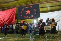 Los originales de San Andrés amenizaron la velada de fin de año en el Caracol de Oventic con sus corridos revolucionarios repasando la historia y el presente del EZLN y su lucha