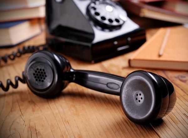telefono antico di colore nero