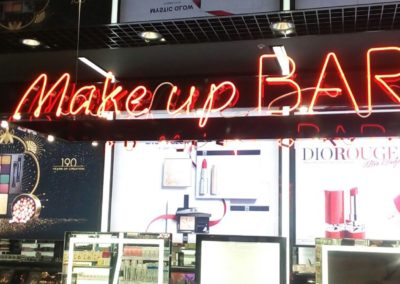 MAKE UP BAR