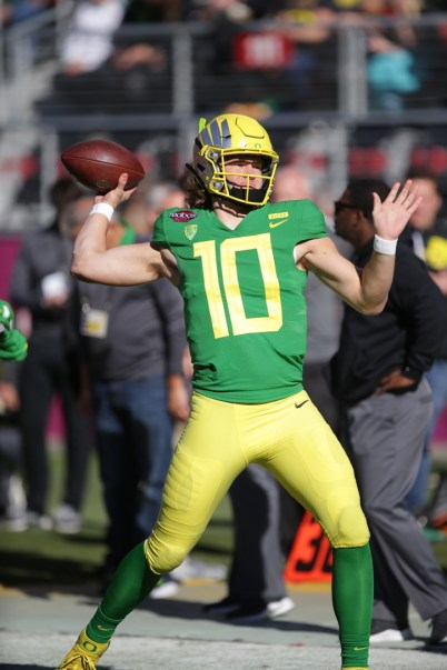 Michigan State Spartans vs Oregon Ducks #10 Jr. QB Justin Herbert Redbox Bowl