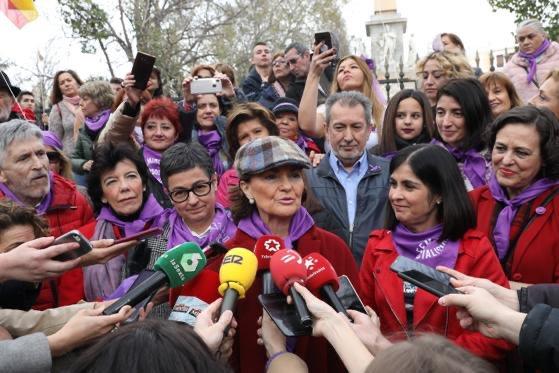 Carmen Calvo y las demás Ministras del PSOE, en la manifestación del 8M en Madrid