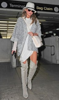 267F5A6500000578-2988192-Sizzling_Chrissy_Teigen_wore_over_the_knee_boots_as_she_arrived_-m-12_1426000030828