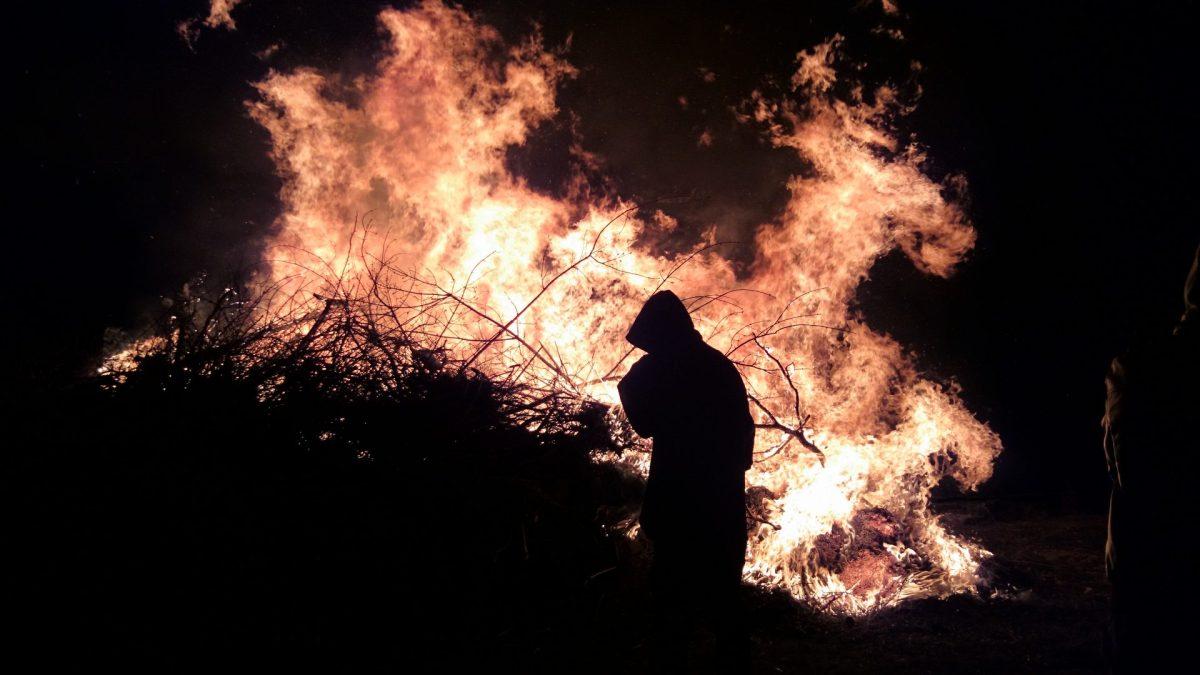 Otidsenligt att elda som vi gör på Valborg