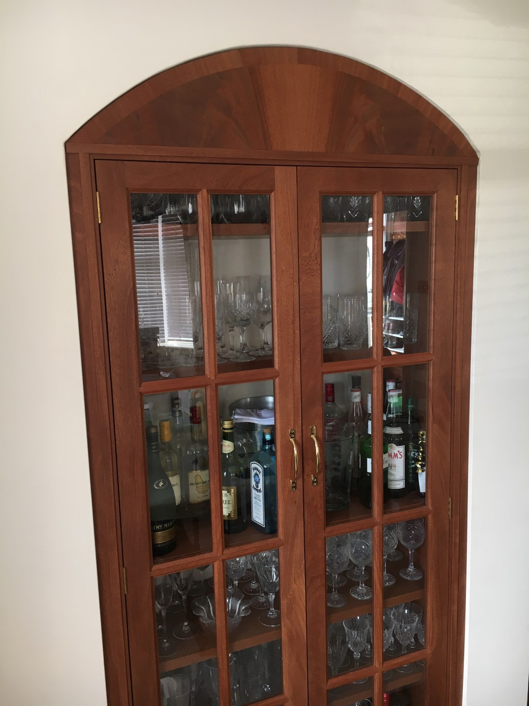 Drinks cabinet with 5 shelves