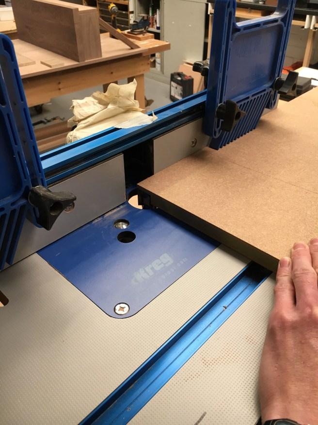 Cutting large rebate in veneered oak panel