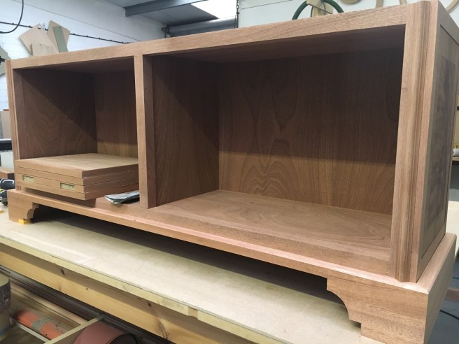 Utile base cabinet with frame