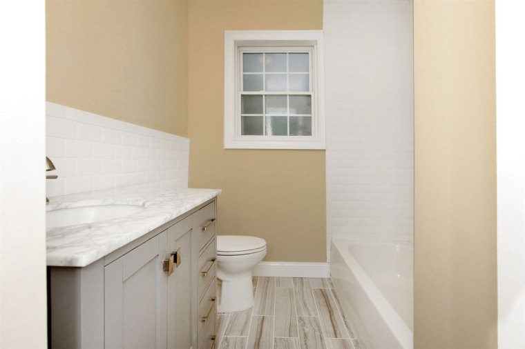 Flanders bathroom - after