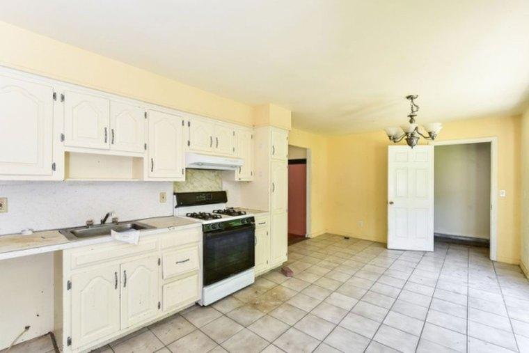 Ridge kitchen - before
